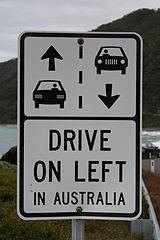 Straßenschild: Drive on left in Australia; Foto: Mat Connolley